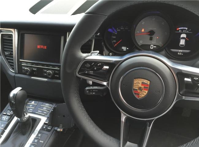 Porsche Macan front screen input