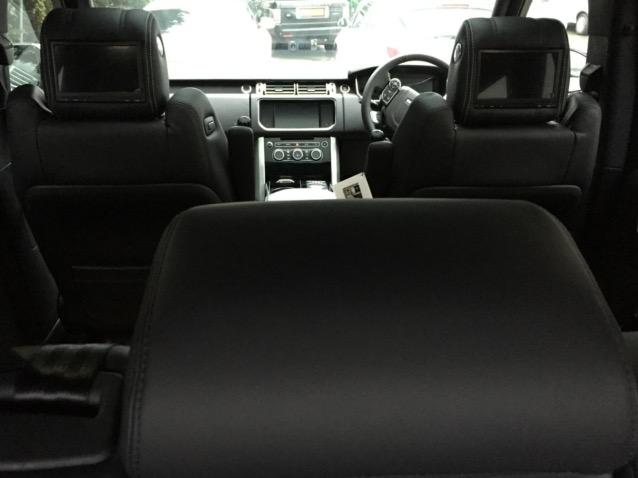 Range Rover Voque Rear DVD  (3)