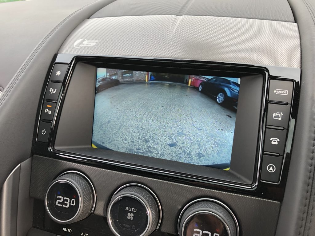 jaguar-f-type-reverse-camera