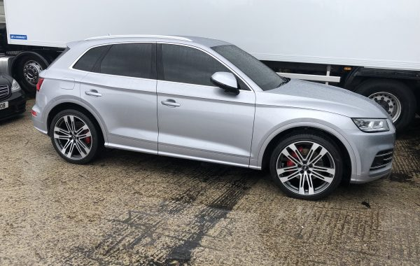 Audi SQ5 front and rear parking cameras